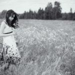 73124 A girl in a field