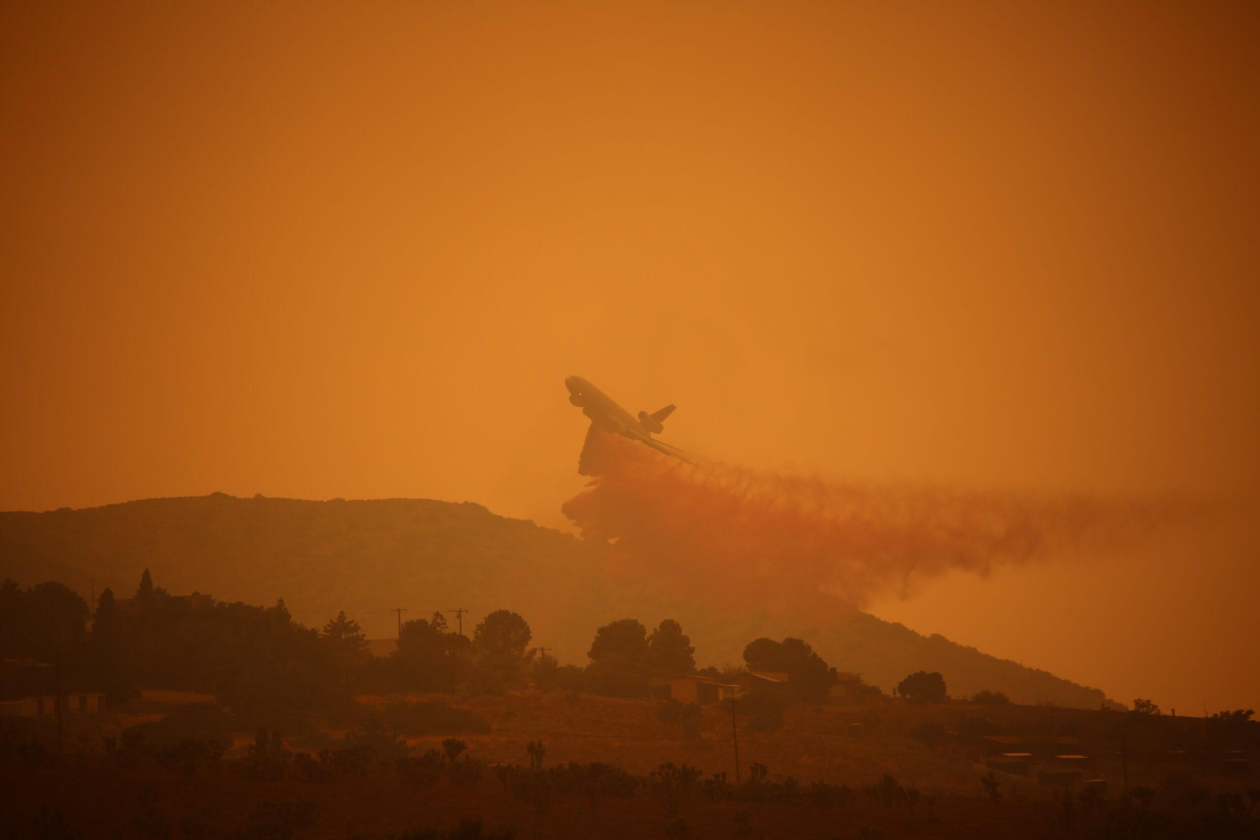 90180 Firefighter Killed As Blazes Spread Near L.A., Threatening Suburban Communities, Palm Springs